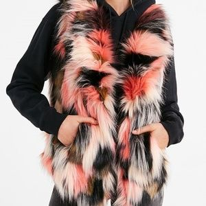 NWT URBAN OUTFITTERS MOLLY LIKE FUR VEST XS